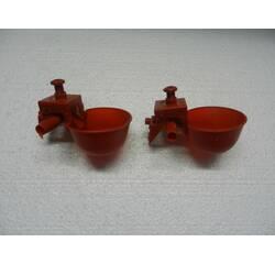 Мікрочашкова поїлка з двома патрубками (МК-2) червона