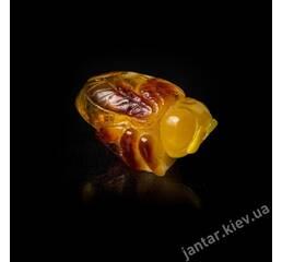 Пчела из янтаря