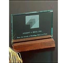 Стеклянная награда с деревянной подставкой арт. PG050