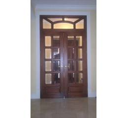 Міжкімнатні дерев'яні двері розпашні (зі склом)