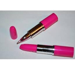 Розовая ручка-помада.