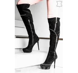Элегантные замшевые сапоги на каблуке (черный, декор - золотистый, подошва - красный¶)