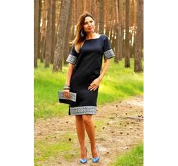 Вишита сукня прямого крою з суцільнокроєним рукавом Модель: П02/7-293