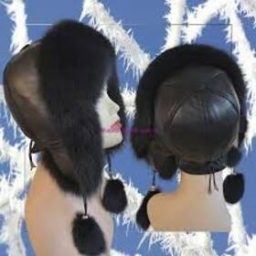 11. Хутряна шапка вушанка з балабонами (чорна) ціна c6299d8a3ffc4