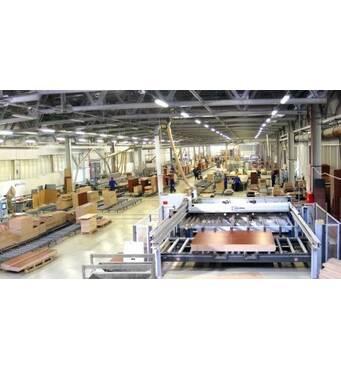 Помічник на виробництві меблів