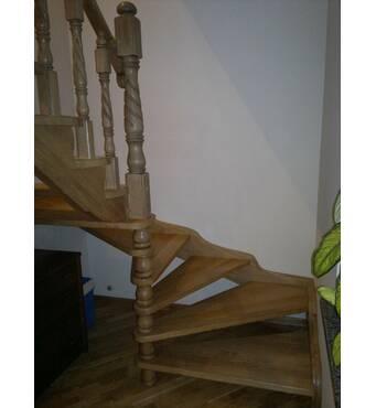 Купитидерев'яні гвинтові сходиу виробника