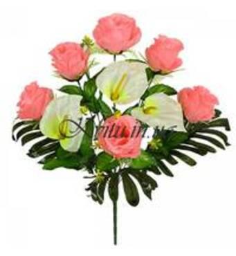 У продажу композиції з штучних квітів