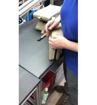 Автозавод. Виготовлення підлокітників до крісел. Чоловіки / жінки / пари