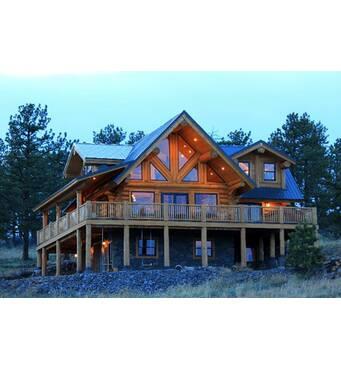 Построить дом из бревна могут наши специалисты!