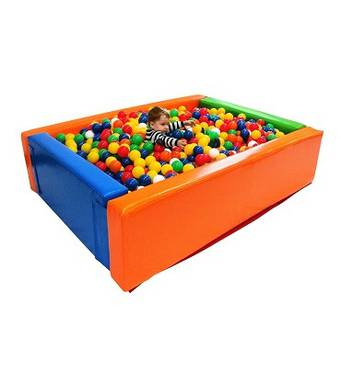 Сухий басейн з кульками в наявності