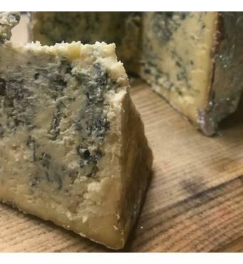Отличный вкус подарит мягкий коровий сыр из плесени.