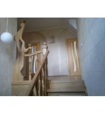 Елітні дерев'яні сходи з натуральних матеріалів