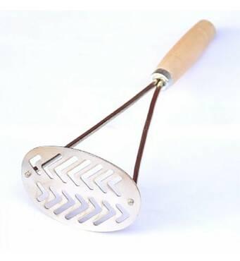 Картоплем'ялка овальна  Україна з дерев'яною ручкою (43-68)