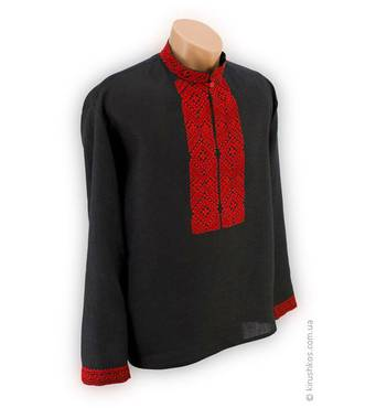 Национальная расшитая красным винницким орнаментом мужская вышиванка