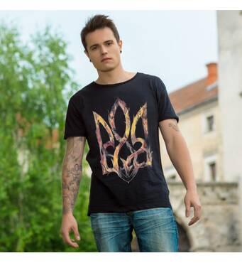 """Чоловіча патріотична футболка : """"Тризуб вогняний """" чорна"""