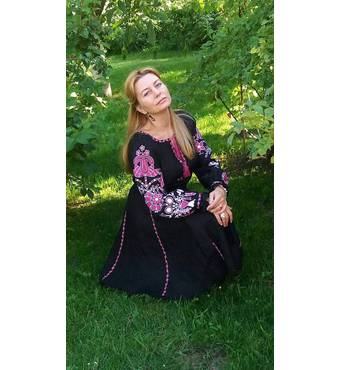 Очень красивое платье вышитое ручной работы современное