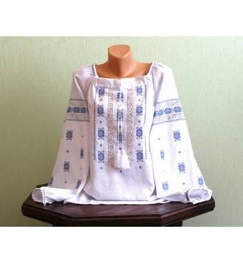 Современная женская рубашка с мережкой и голубой вышивкой
