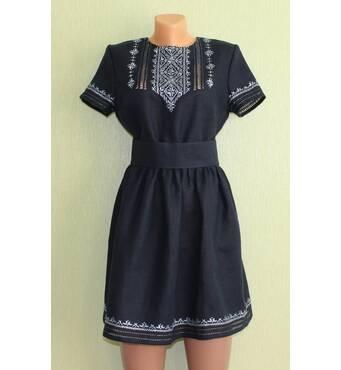 Молодежное платье вышитое на синем льне, ручная работа