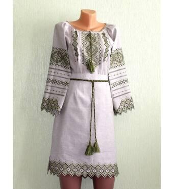 Костюм женский на сером льне с вышивкой оливкового цвета