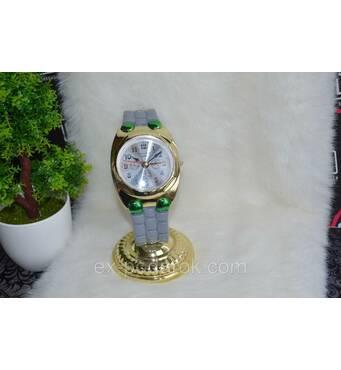 Настільний годинник у вигляді наручного годинника.