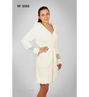 Пушистый халат молочного цвета