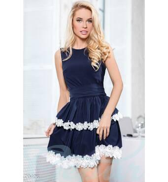 Платье отделанное кружевом (сине- белый)