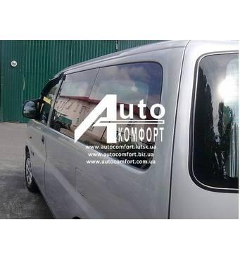 Задній салон, коротка база, ліве вікно на автомобіль Hyundai H-1 I (H-200) (97-07) (Хюндай H-1 I (H-200) (97-07)