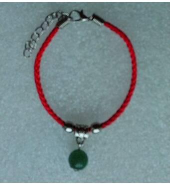Червона нитка оберіг натуральний камінь Нефрит 10 мм
