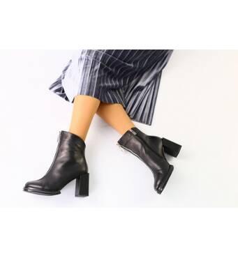 Женские демисезонные черные кожаные ботинки на каблуке 39