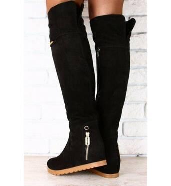 Ботфорты замшевые черные, на коричневой подошве, без каблука, с змейкой на пятке 36