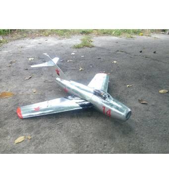 Набор деталей радиоуправляемой модели самолета МиГ-15 (размах 1000 мм)
