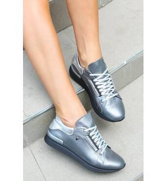 Женские кожаные кроссовки серого цвета 40
