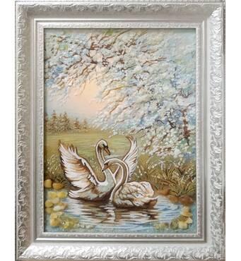 """Картина из янтаря """"Лебеди на реке"""" 30х40 см"""