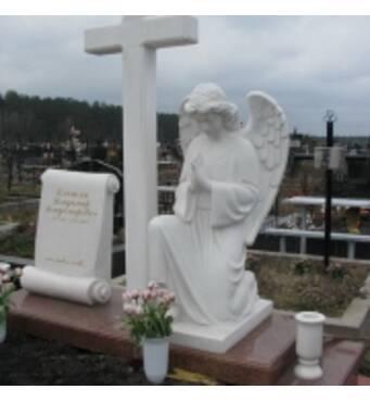 """Скульптура """"Ангел, що молиться"""" з білого мармуру"""