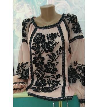 Фатинова вишита блуза