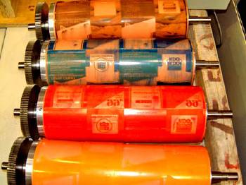 Флексографическая печать этикеток с нанесением УФ-покрытия