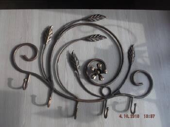 Кованые вешалки в коридор: изготовление по доступной цене