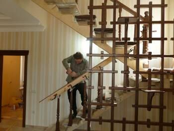 Изготовление и монтаж лестниц из металла и стекла в Луцке