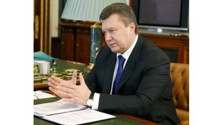 Yanukovych has dismissed two governors