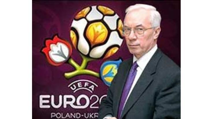 """Азаров прогнозує Україні """"стаханівський рух"""" по підготовці до Євро-2012"""