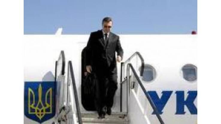 """В """"куцом"""" бюджете нашли деньги на самолет и вертолет для Януковича"""