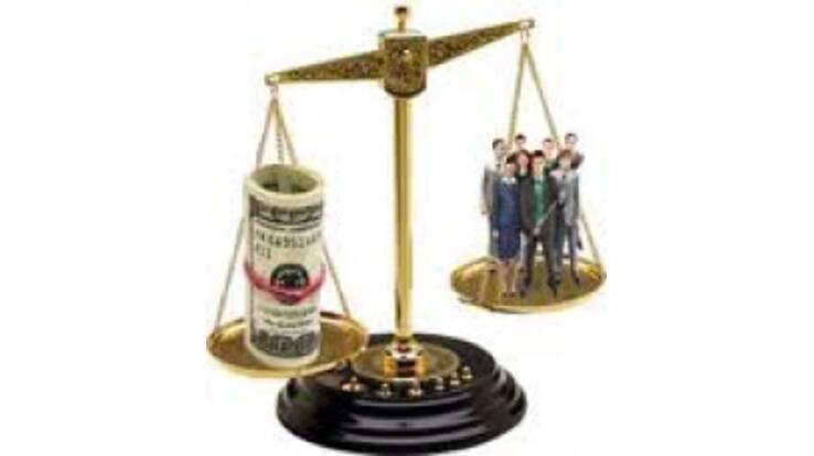 Президент обмежив фінансування держслужбовців, однак на себе не пошкодував...