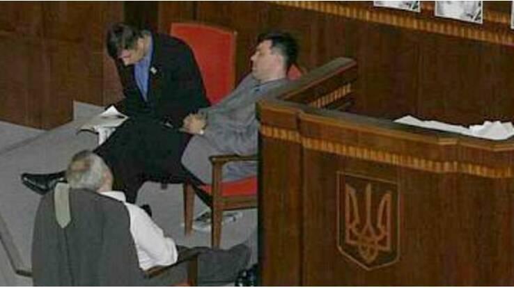 Ніяких свят міністрам! Азаров склав графік чергування на новорічні свята