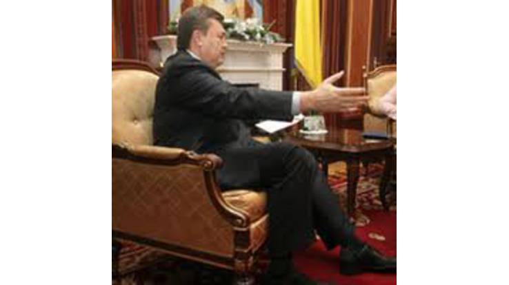 Янукович встретил президента Сирии как положено... на пороге администрации
