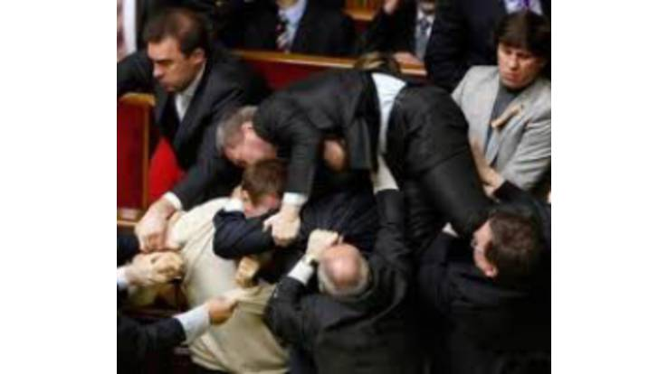 В Верховной Раде произошел ночной переворот. Парламент брали штурмом