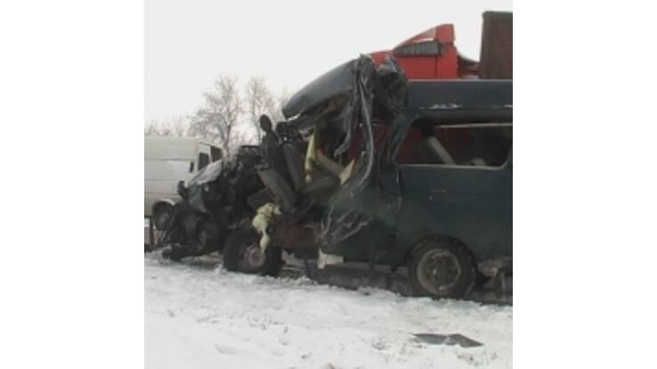 У масштабному ДТП на Херсонщині загинуло троє людей, ще 9 травмовано