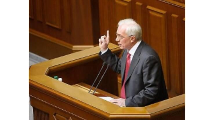 Азаров заверил пенсионеров, что их жизнь улучшится