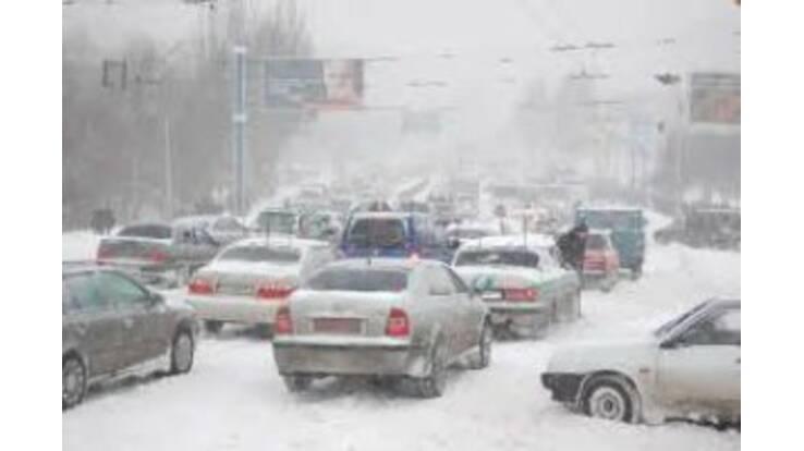 Київ стоїть у заметах. Рух паралізовано
