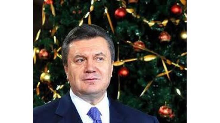 Янукович першим сфотографується біля головної новорічної ялинки