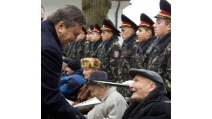 Янукович сделал очередной шаг на встречу инвалидам